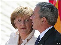 Ông Bush và thủ tướng Đức Angela Merkel