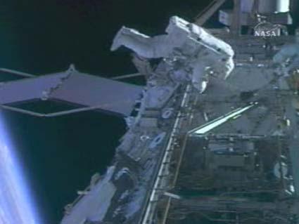 Mỹ kết thúc cuộc đi bộ thứ tư ngoài không gian