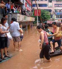Mưa to kéo dài ở Trung Quốc