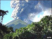Người Indonesia ồ ạt sơ tán vì núi lửa