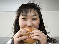 Phụ nữ châu Á ăn đồ tây dễ bị ung thư vú