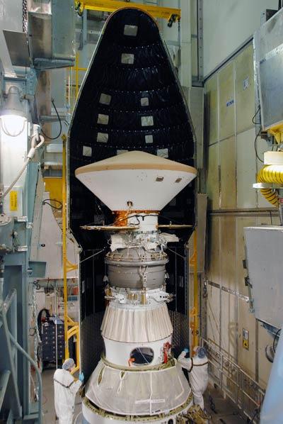 Tàu Mars Express sẽ theo dõi robot Phoenix hạ cánh xuống sao Hỏa