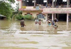 Lụt lội tiếp tục tàn phá Nam Á
