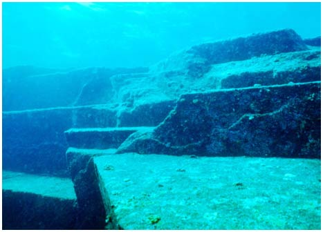 Những cấu trúc đá kỳ lạ dưới biển Nhật Bản, trông như phế tích của kim tự tháp