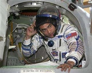 Phi hành gia đầu tiên của Malaysia lên vũ trụ