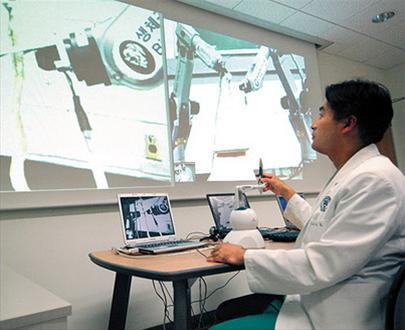 Phẫu thuật bằng robot thông qua Internet