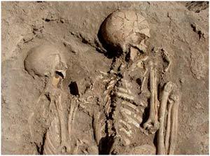 """Hai bộ xương """"Romeo và Juliet"""" 8.000 năm tuổi"""