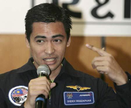Phi hành gia đầu tiên của Malaysia trở về trái đất