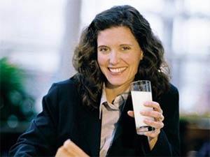 Uống sữa nhiều sẽ bị tăng cân?