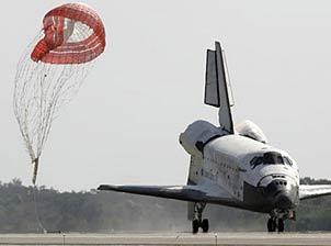 Tàu Discovery trở về Trái Đất an toàn