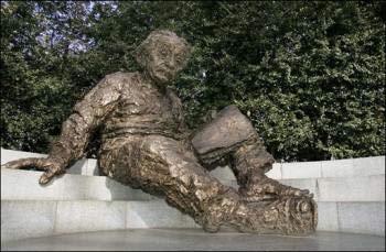 Đài tưởng niệm Albert Einstein