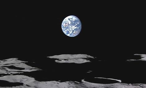 """Tàu thăm dò Kaguya quay phim """"Trái Đất mọc"""""""