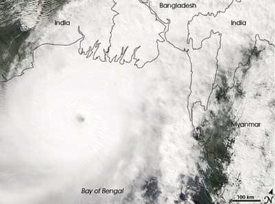 Lốc xoáy chết hơn 600 người Bangladesh