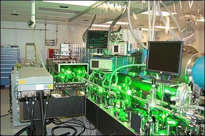 Mỹ: Tạo tia laser mạnh nhất để nghiên cứu vũ trụ