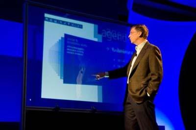 """Gates trình diễn máy tính Surface <i>""""thẳng đứng""""</i>"""