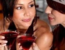 Uống rượu khi nghe nhạc sẽ ngon hơn