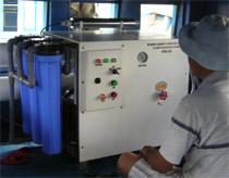 Cấp máy xử lý nước biển thành nước ngọt cho ngư dân