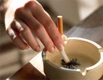 Người hút thuốc sẽ chóng bị điếc