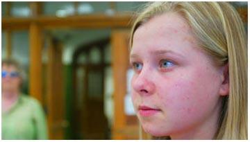 """Cô gái có <i>""""đôi mắt X-quang""""</i>"""