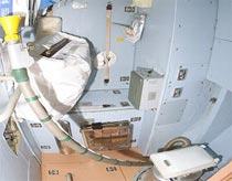 NASA thu thập nước tiểu để xây dựng toilet