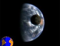 Ghi được cảnh tượng mặt trăng đi qua trái đất