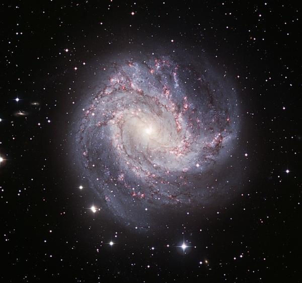 Thiên hà xoắn ốc tỏa sáng trong vũ trụ
