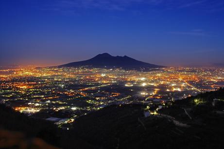 Khối mắcma Vesuvius đang trồi lên
