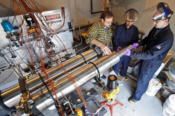 Hệ thống bình chứa mới cho ô tô chạy bằng hydro