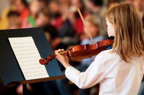 Nền tảng di truyền của thiên hướng âm nhạc: sinh học thần kinh của nhạc tính liên quan đến cách cư xử gắn với bản năng