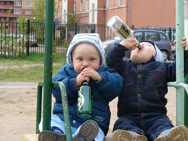 Bắt đầu uống rượu sớm làm tăng nguy cơ bị nghiện