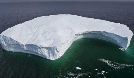 Đảo băng lớn nhất thế giới lang thang trên đại dương