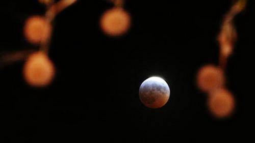 Mặt trăng đang nhỏ đi!