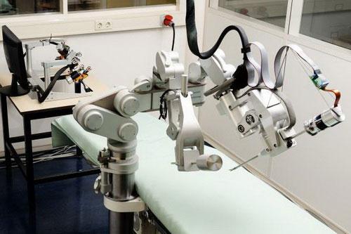 Robot hỗ trợ bác sĩ phẫu thuật