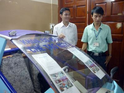 Sinh viên chế tạo xe chạy xăng- điện