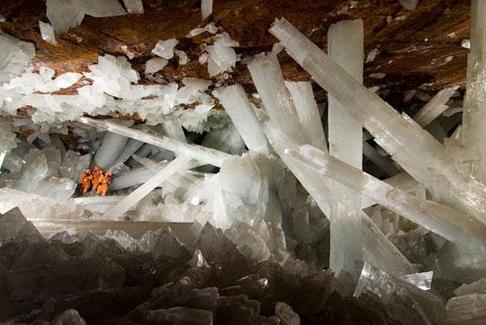Hang động pha lê độc đáo nhất thế giới