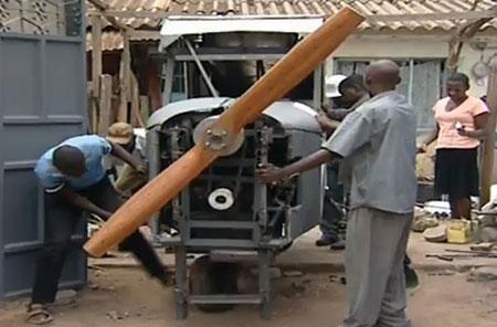 Chế tạo máy bay từ rác