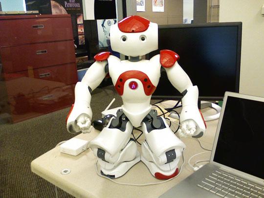 Ôsin Robot chăm nuôi người già yếu