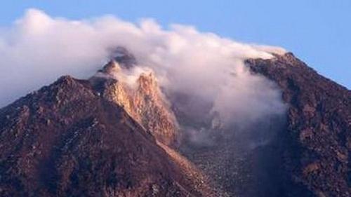 Indonesia báo động núi lửa phun