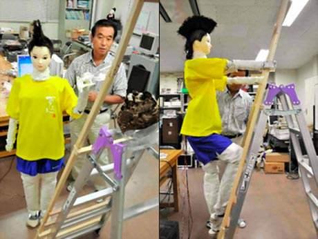 Robot hình người có thể leo thang phun thuốc sâu