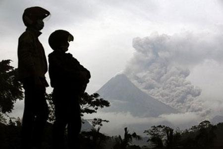 Núi lửa Indonesia có thể phun trong vài tuần