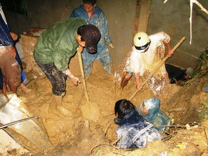 Lở đất tại Nha Trang làm hai người thương vong