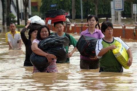 Lụt kéo dài ở Thái Lan, 107 người chết