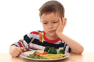Cậu bé không ăn không uống suốt 4 năm