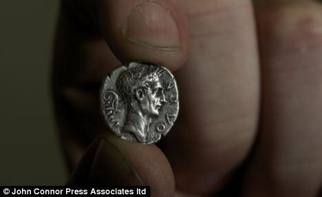 Đồng tiền giả 2.000 năm được trả giá nghìn đô