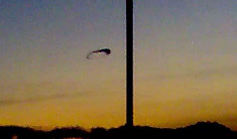 Hai UFO xuất hiện cùng lúc ở Anh