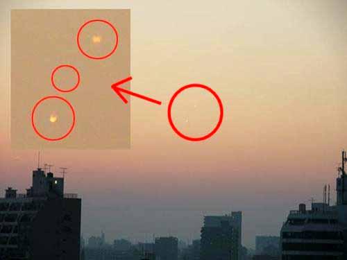 """UFO """"đổ bộ"""" Nhật Bản"""