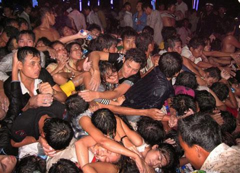 Làm thế nào để sống sót trong đám đông chạy loạn?
