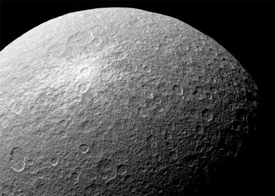 Phát hiện dưỡng khí trên vệ tinh sao Thổ