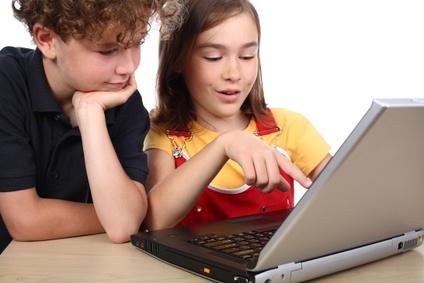 Sinh viên học kém do sử dụng máy tính?