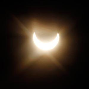 Ngắm nhật thực một phần trên hành tinh